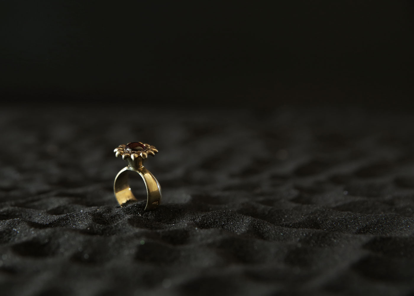 Telos Magic The Ring Of Excellent Love Charm (PGM) Gold Above Side View