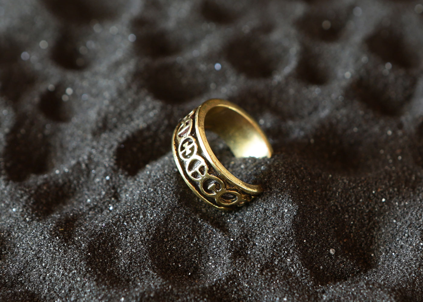 Telos Magic Golden Chain Of Homer Gold Ring Side View